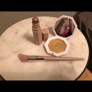 Fenty Beauty Highlighter Brush/Highlight/Contour